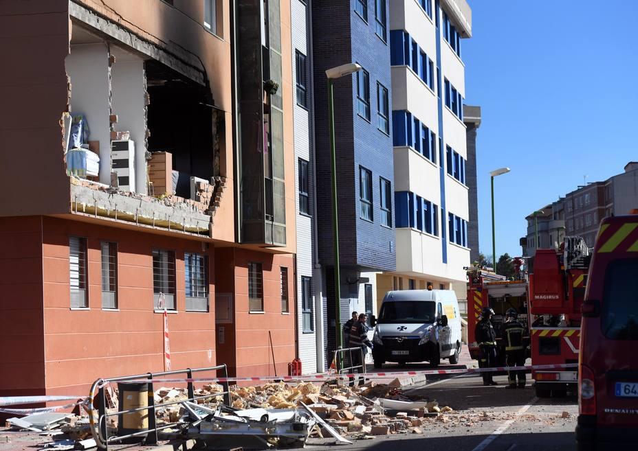 La explosión de gas natural en el piso ha dejado así la fachada