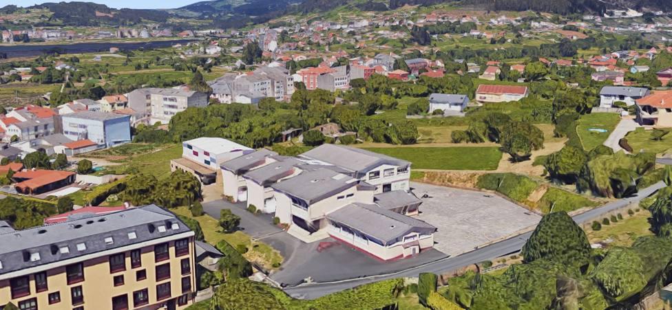 El colegio San Isidro está ubicado en el concello de Neda