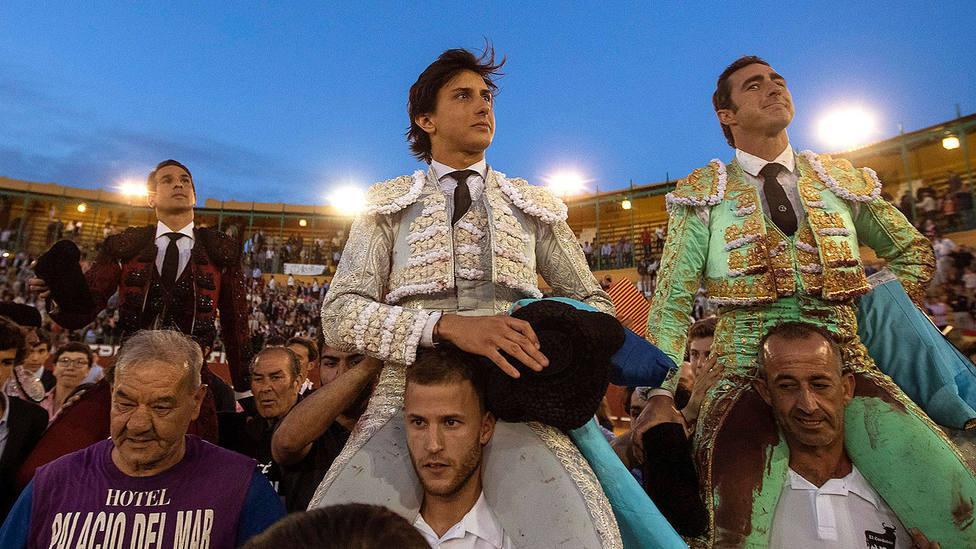 Manzanares, Roca Rey y El Fandi en su salida a hombros este viernes en Jerez de la Frontera