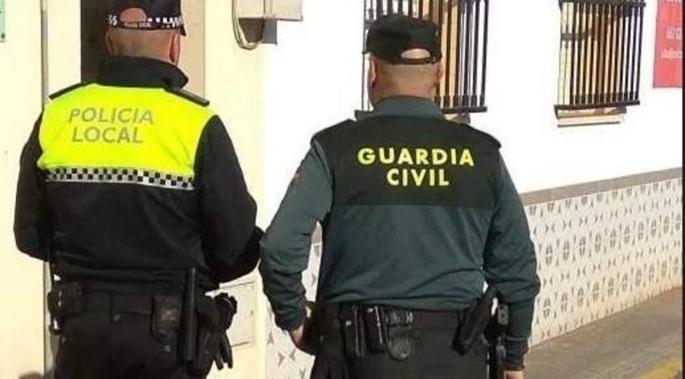 Una pareja de la Guardia Civil