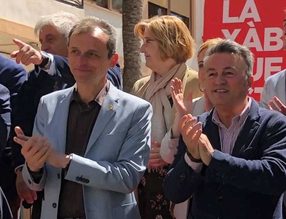 Pedro Duque, Ministro de Ciencia, Innovación y Universidades junto a José Chulvi, alcalde de Xàbia.