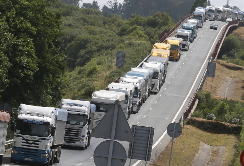 Foto de archivo de una protesta de los camioneros del carbón - FOTO: Efe / Lavandeira Jr