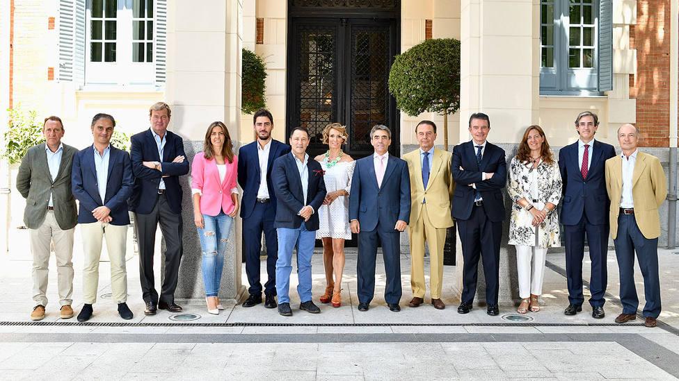 Foto de familia de los patronos de la Fundación del Toro de Lidia
