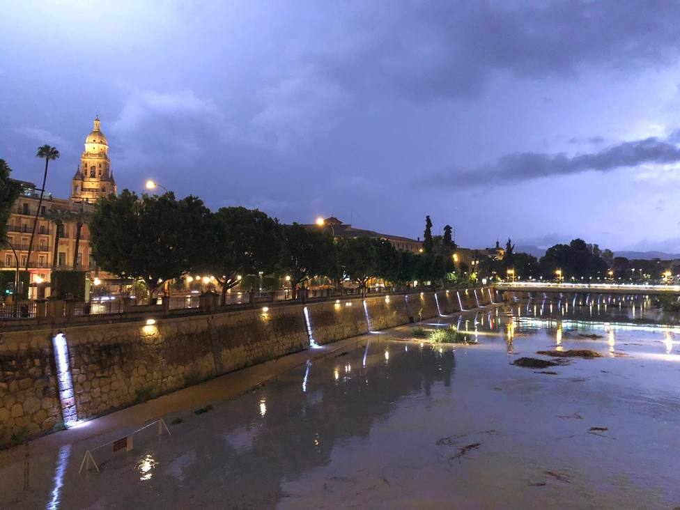 El Gobierno lamenta los fallecidos por las inundaciones y Sánchez prepara un plan de viaje a Levante