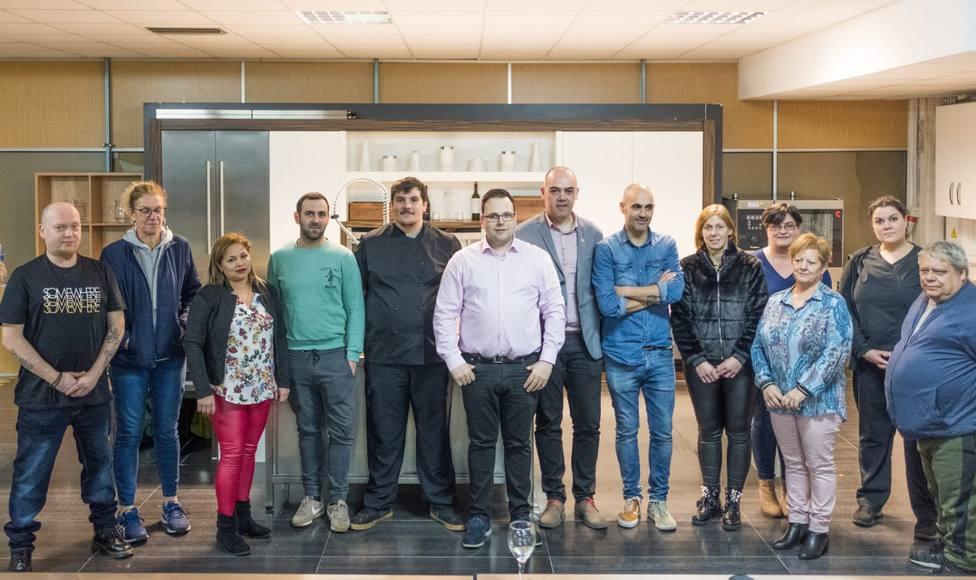 Los integrantes del jurado con los participantes y el concejal de Promoción Económica - FOTO: Cedida