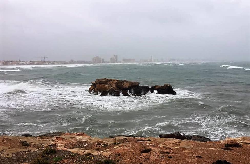 AEMET emite un aviso naranja por viento y oleaje esta tarde y noche en el litoral de Cartagena