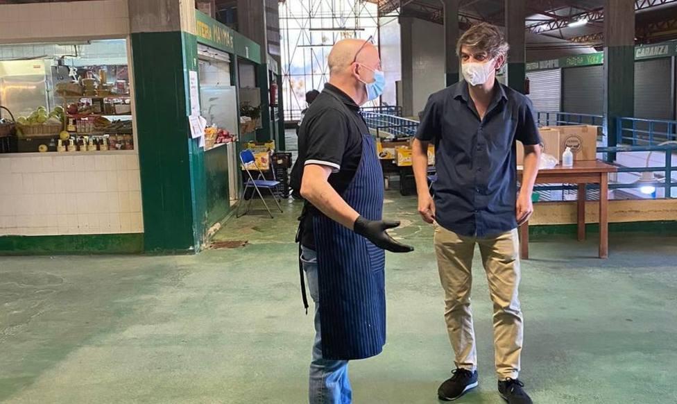 Foto de archivo de una visita de Jorge Suárez al Mercado de Caranza - FOTO: Ferrol en Común