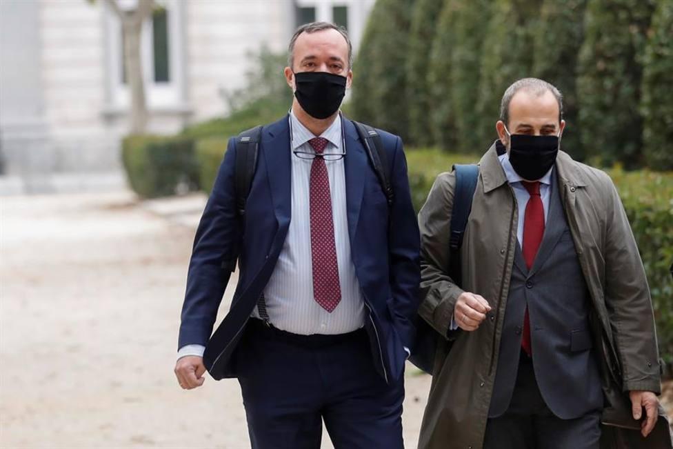 El exsecretario de Estado de Seguridad, Francisco Martínez junto a su abogado a su llegada a la Audiencia