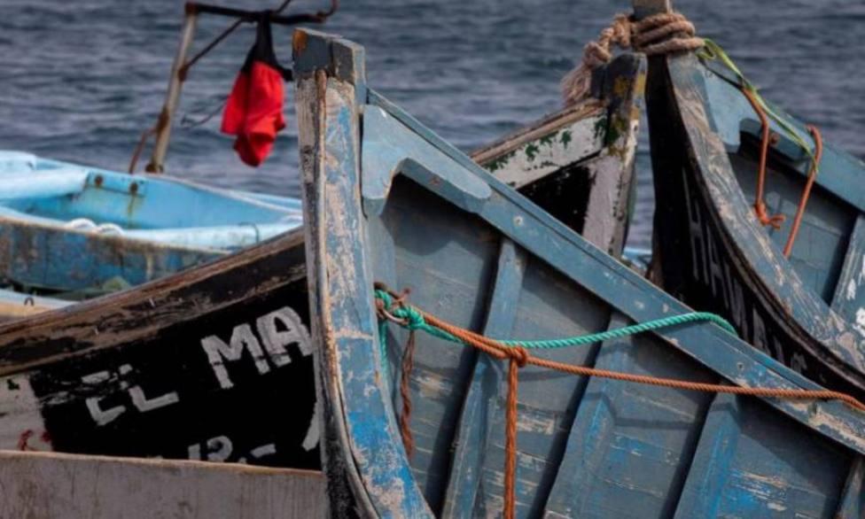 Arona retirará los cayucos abandonados en el litoral por la falta de respuestas del Estado