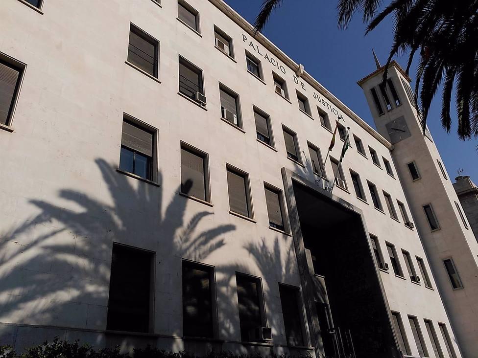 Almería.- Tribunales.- A juicio acusado de fracturar la mandíbula a su pareja durante el confinamiento domiciliario