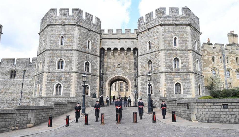 Una de las puertas del castillo de Windsor
