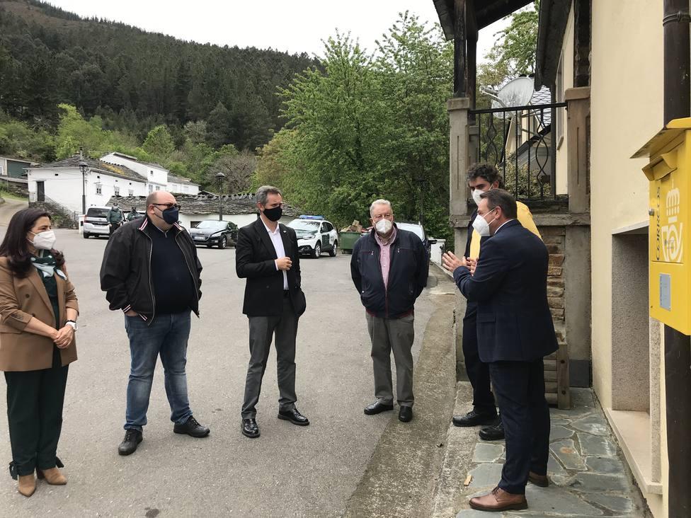 Miñones eligió Negueira para su primera visita oficial a un municipio gallego