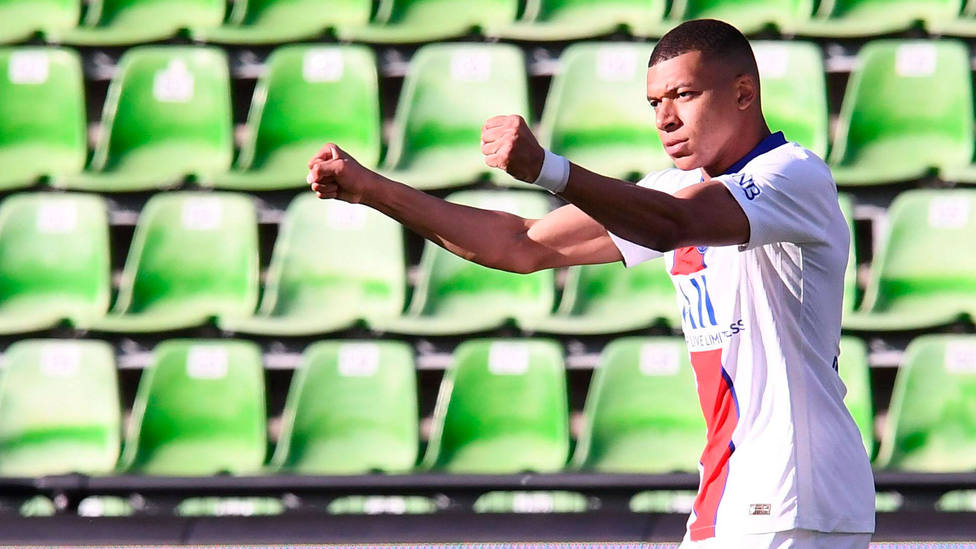 Kylian Mbappé celebra uno de los tres goles del PSG al Metz. CORDONPRESS