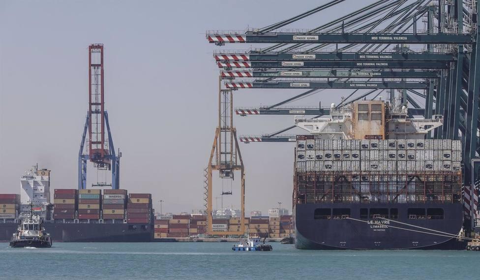 Cvirus.-Puerto de Val�ncia confina dos buques procedentes de Algeciras y Barcelona con tripulantes con síntomas de covid