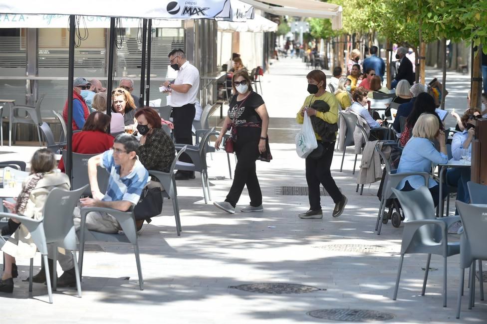 Salud amplía el horario de cierre de bares y restaurantes hasta la 1 y retoma los eventos multitudinarios