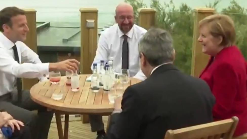 El gesto de Merkel en su reunión con los líderes europeos del que todo el mundo habla