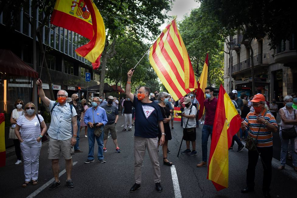 Unas 300 personas protestan en Barcelona contra los indultos a los encarcelados del 1-O