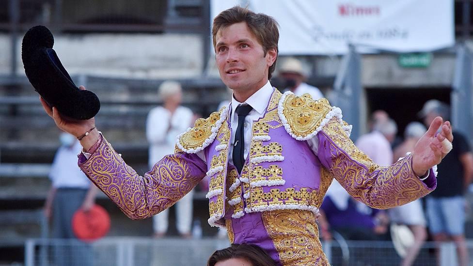 Juan Leal en su salida a hombros este domingo del Coliseo de Nimes (Francia)
