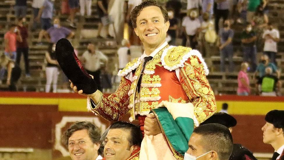 Rafaelillo en su salida a hombros el pasado martes en la plaza de toros de Castellón