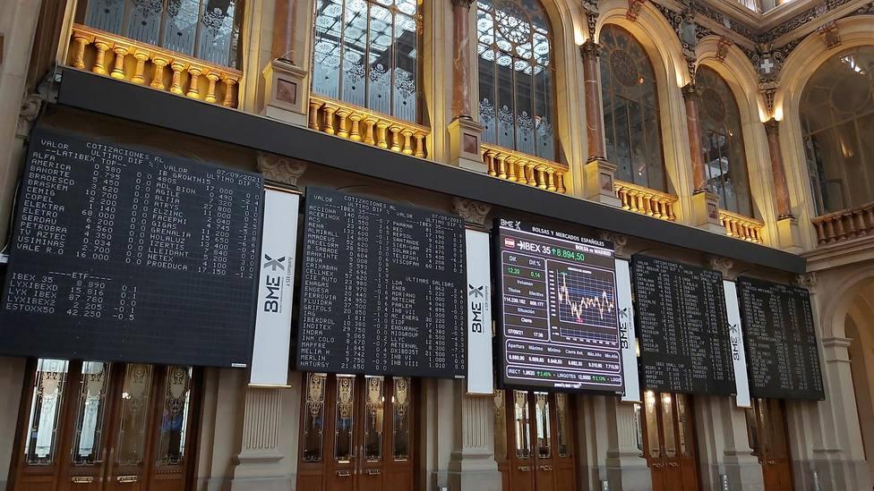 Varias pantallas muestran información de la Bolsa de Madrid