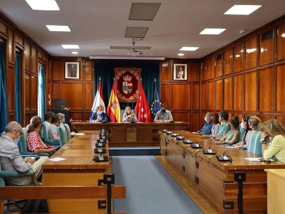 La alcaldesa de San Lorenzo de El Escorial se reúne con los empresarios del sector turístico