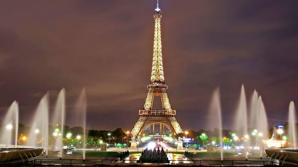 Se subasta un tramo de las escaleras originales de la Torre Eiffel