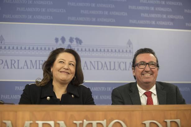 PP-A ultima con Cs la estructura del Gobierno y no descarta celebrar la toma de posesión de Moreno fuera del Parlamento