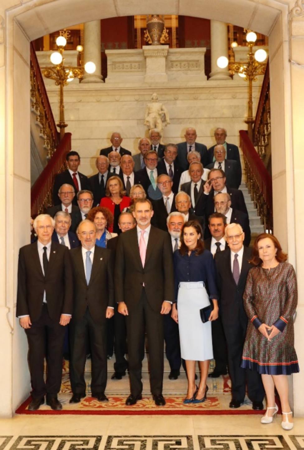 Los Reyes de España presiden el pleno de la RAE para conocer su situación actual y las últimas actividades realizadas