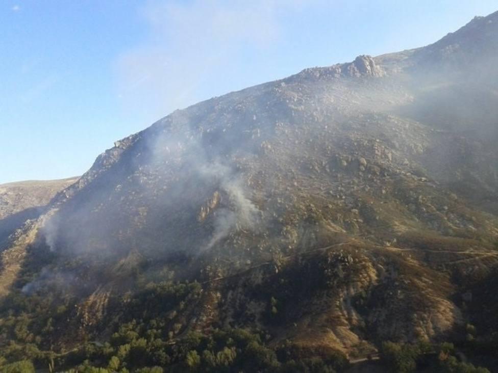 Se calcula que 120 hectáreas han sido arrasadas por el fuego en Navalacruz (Ávila)