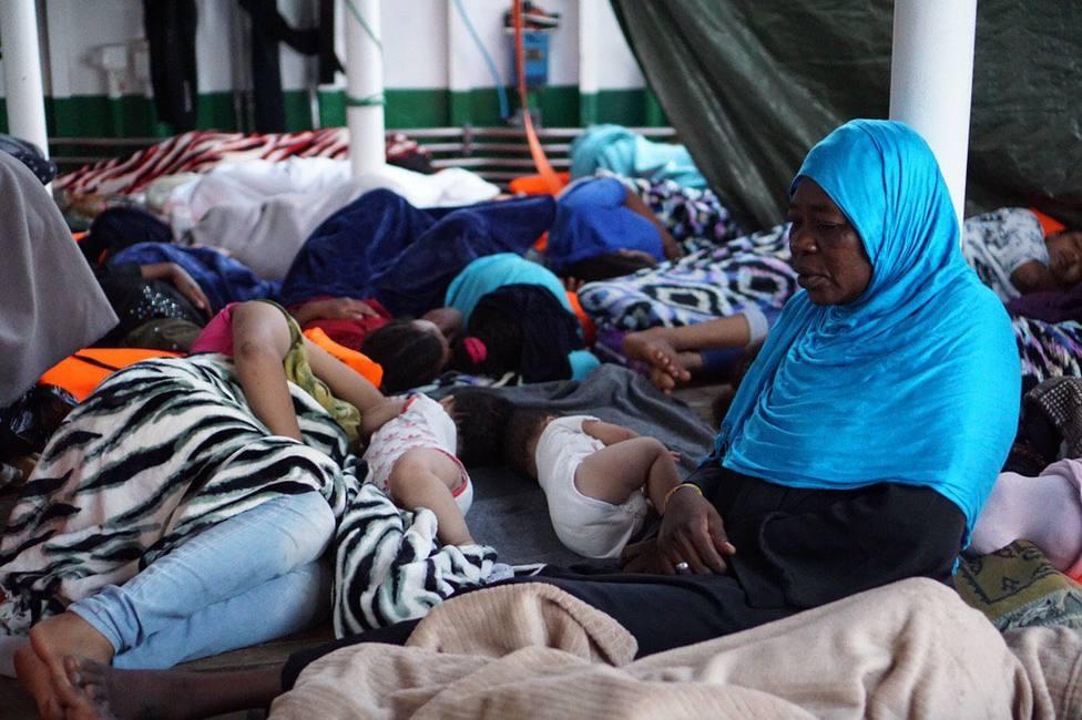 El Open Arms entrará en aguas italianas y pedirá la evacuación de los 147 migrantes