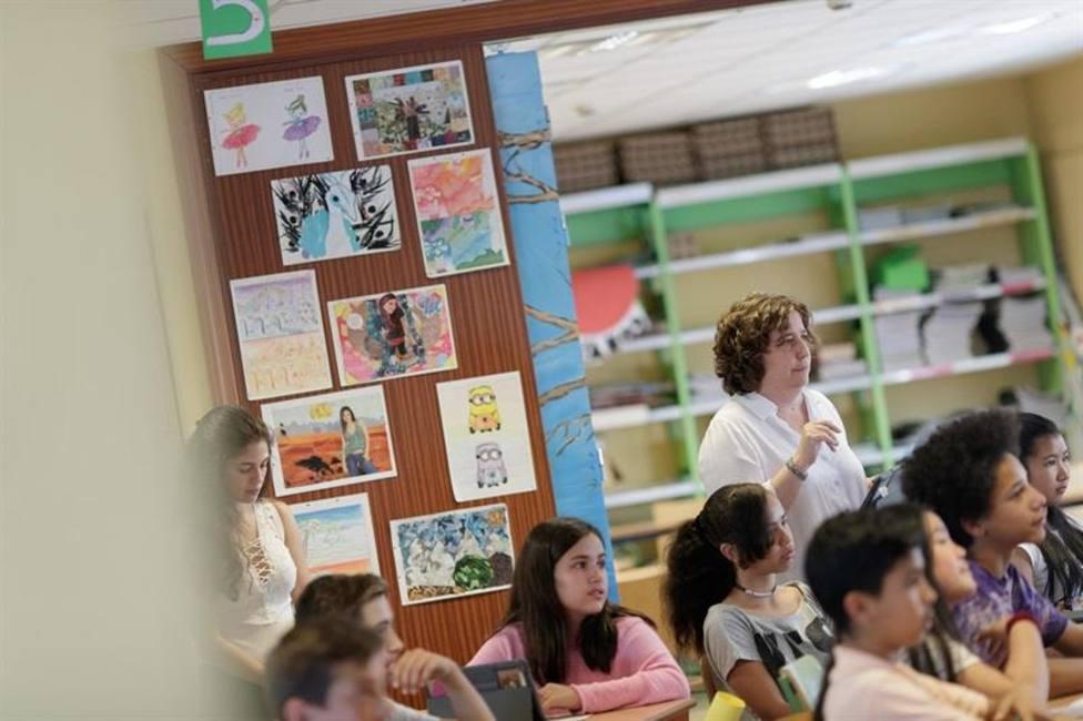 España necesita 48.861 profesores más para equiparar su jornada lectiva a la media europea, según CCOO