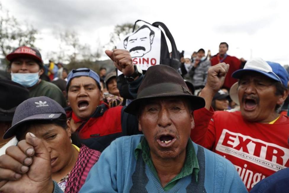 Los manifestantes indígenas retienen a policías y periodistas en Quito para pedir el fin de la represión