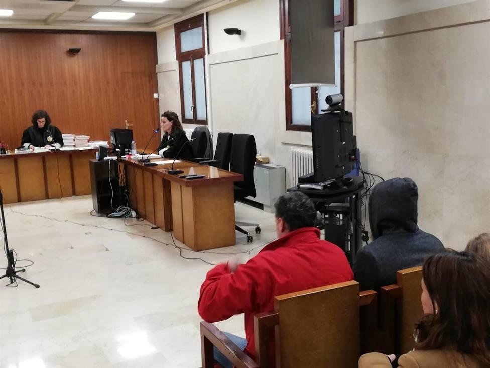 Condenados a medio año de cárcel dos guardias civiles acusados de robar 8.000 euros a un diplomático saudí