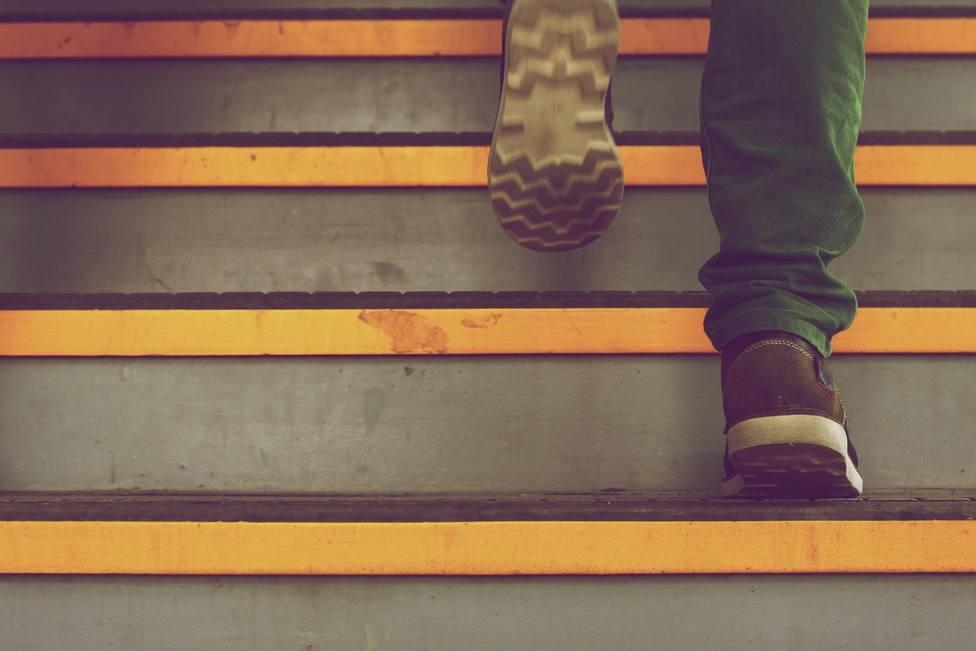 ¿Es necesario dejar los zapatos fuera de casa por el coronavirus?