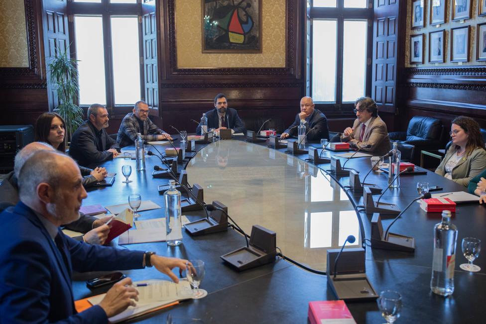 Los letrados del Parlament catalán rechazan hacer plenos telemáticos pero sí comparecencias