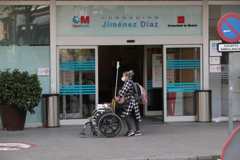 Los hospitales madrileños recogen plasma de curados de coronavirus para tratar de sanar pacientes
