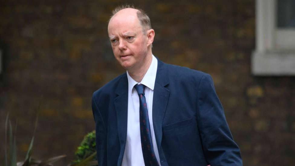 Este es Chris Witty, el Fernando Simón del Reino Unido