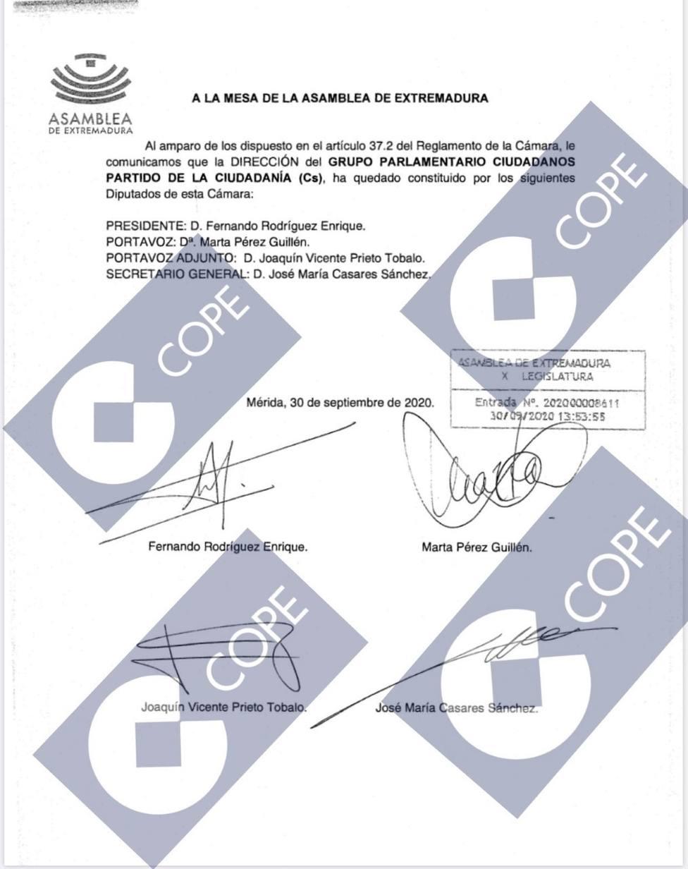 Escrito registrado en la Asamblea de Extremadura por cuatro de los sietes diputados de Cs