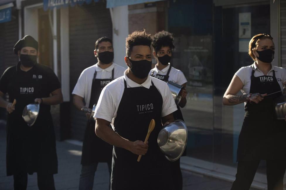 Cacerolada de los hosteleros de Sevilla con motivo de las nuevas restricciones