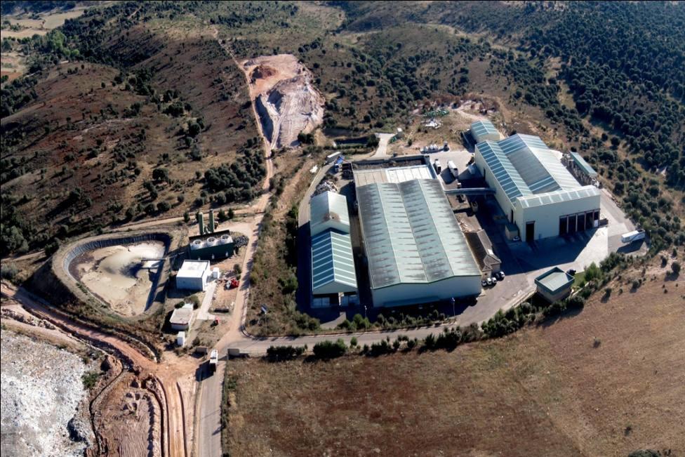 Foto aérea CTR y balsa planta tratamiento