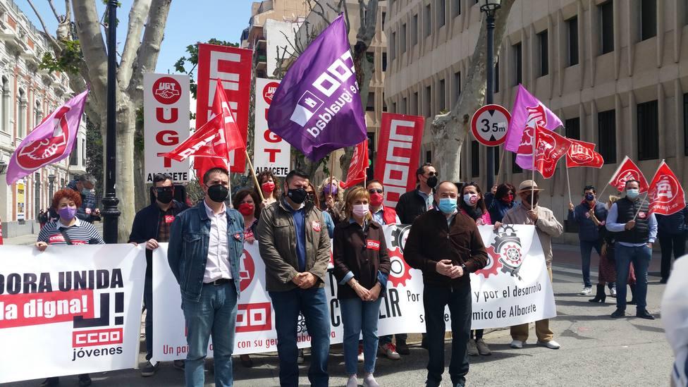 """Bajo el lema """"ahora toca cumplir"""", los sindicatos CCOO y UGT han vuelto a la calle en el 1º de Mayo"""
