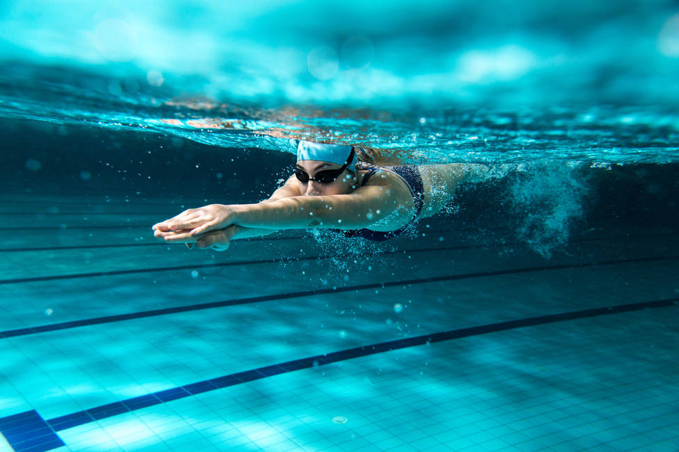 Female,Swimmer,At,The,Swimming,Pool.underwater,Photo.