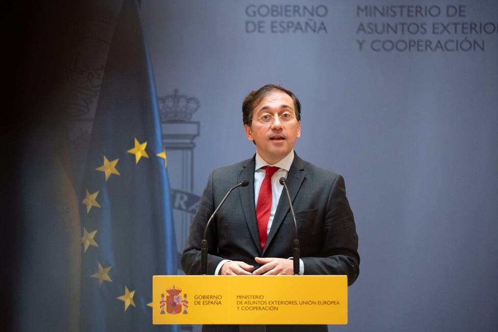 Los funcionarios en el exterior y familias que viajen a España este verano serán vacunados
