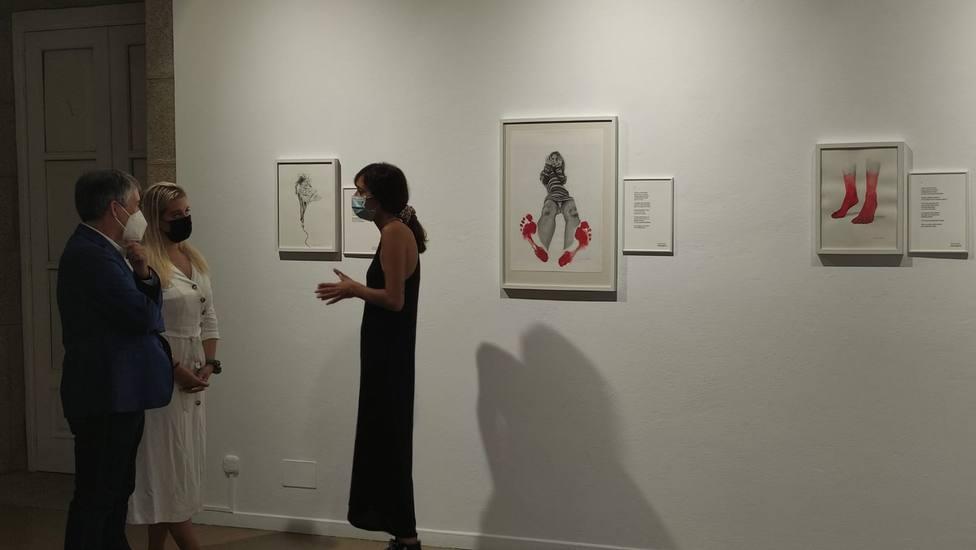 Marta Aguado y Sandra Rego firman la exposición Rojo disponible en el Torrente Ballester. FOTO: Ferrol