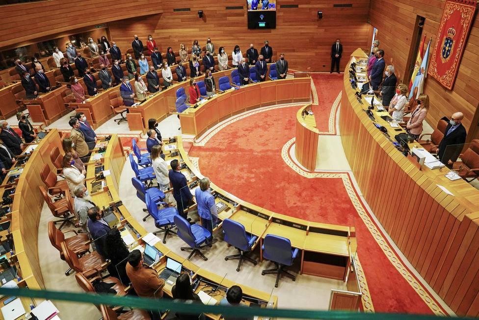 Vista del Parlamento Gallego durante el minuto de silencio – FOTO: Europa Press / Álvaro Ballesteros