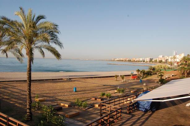 Continúa la bandera roja en las playas de Benicàssim