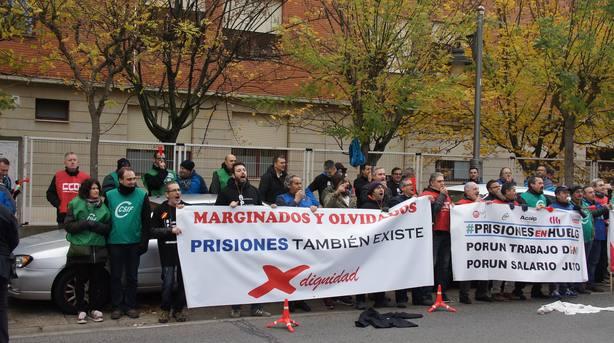 Los sindicatos de funcionarios de prisiones reciben a Grande-Marlaska con una sonora pitada durante su visita a Logroño