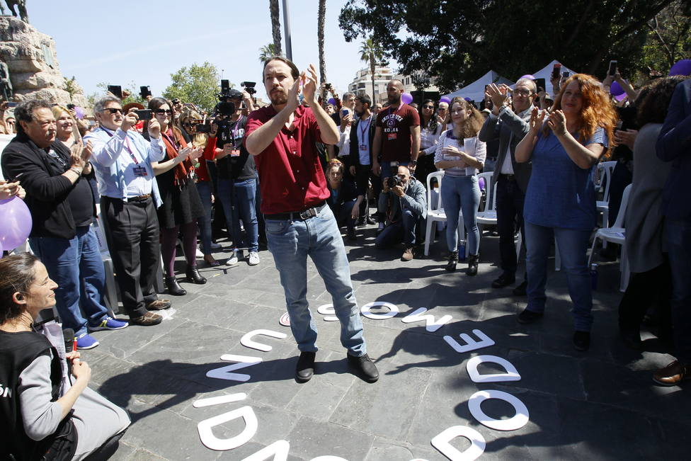 Iglesias lanza un vídeo igualando la foto de Colón y el pacto Sánchez-Rivera: es elegir entre lo mismo y lo mismo