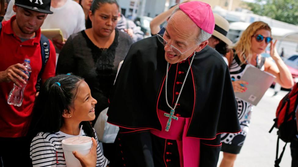 Monseñor Seitz cruza el Paso del Norte –que une Ciudad Juárez con El Paso | José Luis González, Reuters