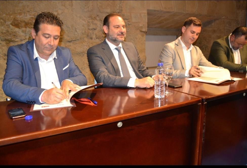 José Luis Ábalos, muy satisfecho por el acuerdo histórico con UPL para la que PSOE gobierne la Diputación de León